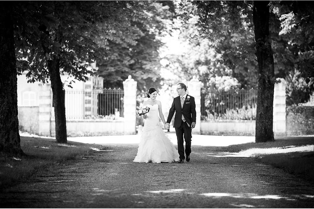 10-photographe-dijon-mariage-seance-photo-couple-mariés-photographies-château-de-meursault-ludivine-alexandre.jpg