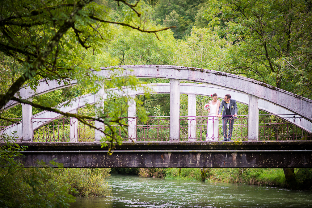 11-photographe-besancon-mariage-seance-photo-couple-mariés-photographies-bains-de-guillon-anne-camille-et-jean-baptiste.jpg