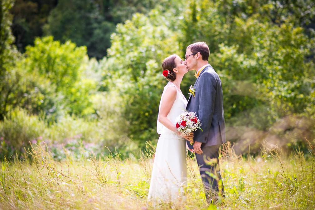 12-photographe-besancon-mariage-seance-photo-couple-mariés-photographies-bains-de-guillon-anne-camille-et-jean-baptiste.jpg