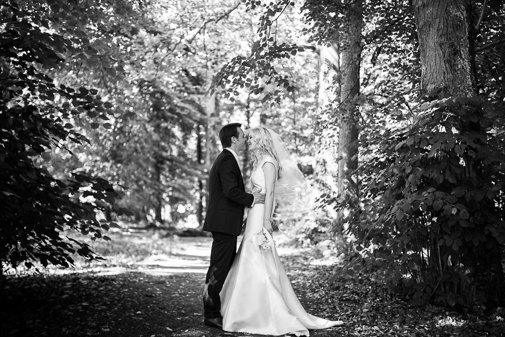 19-photographe-dijon-mariage-seance-photo-couple-mariés-photographies-chateau-de-saulon-macha-benjamin.jpg