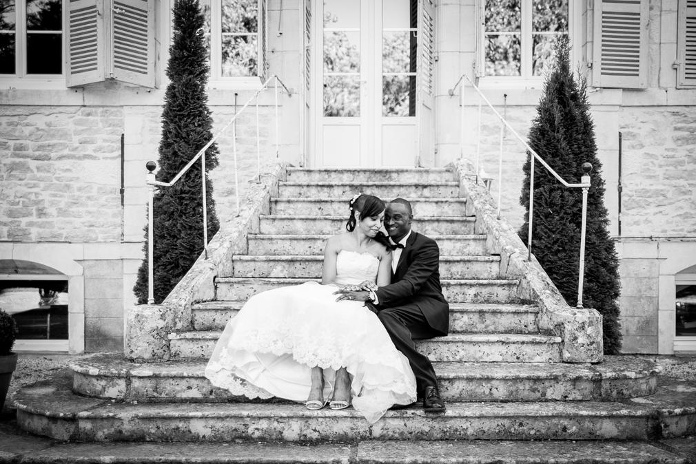 9-photographe-dijon-mariage-seance-photo-couple-mariés-photographies-domaine-pont-de-pany-christel-ousmane.jpg