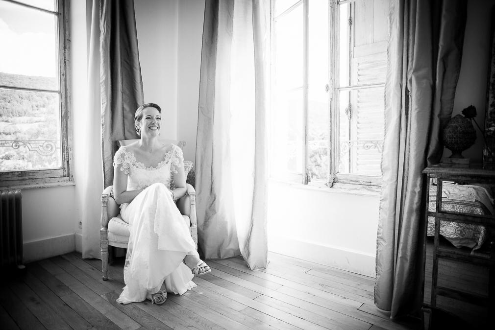 10-photographe-dijon-mariage-préparatifs-mariés-photos-chateau-de-barbirey.jpg