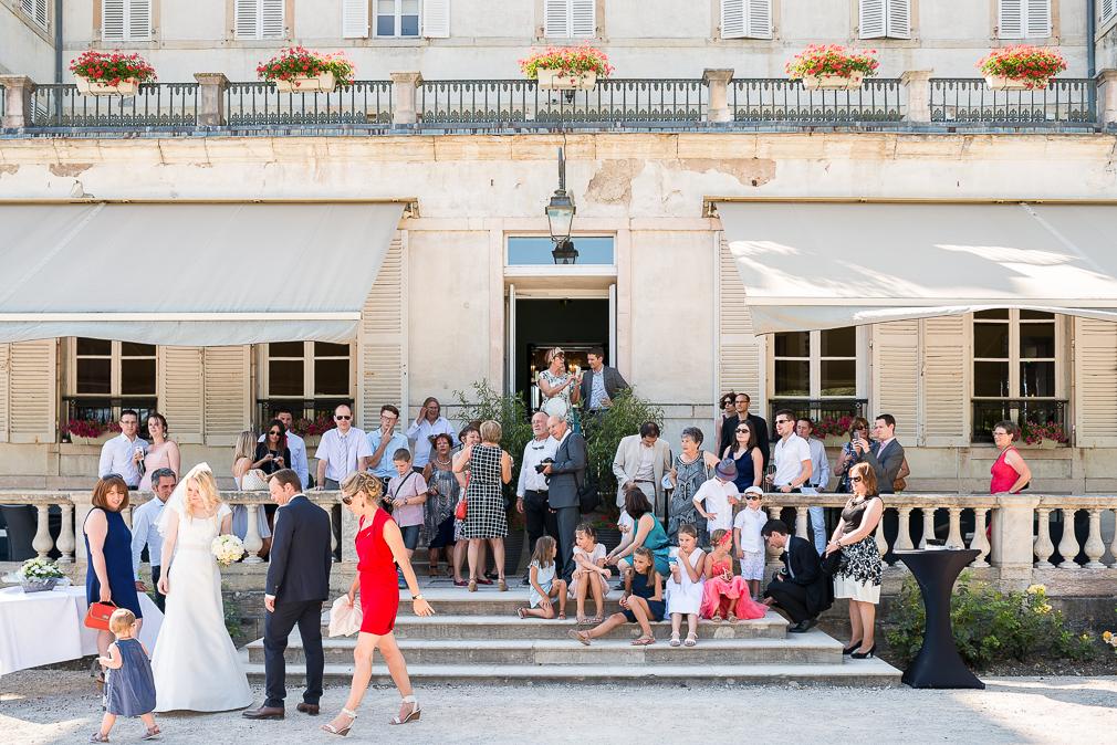 15-photographe-dijon-mariage-reportage-vin-dhonneur-photographies-chateau-de-saulon-macha-benjamin.jpg