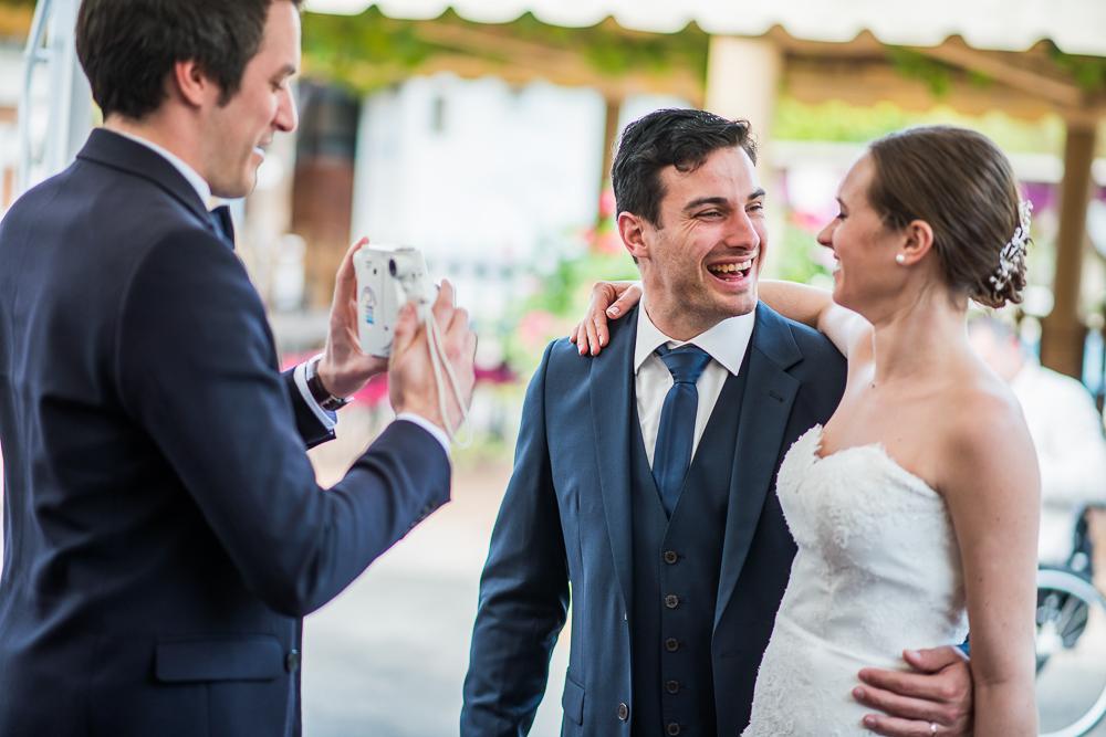 3-photographe-dijon-mariage-reportage-vin-dhonneur-photographies-gentilhommière-nuits-saint-georges-annesophie-paulsimon.jpg