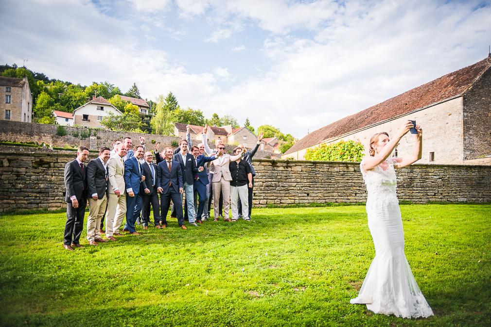 7-photographe-dijon-mariage-reportage-vin-dhonneur-photographies-chateau-de-barbirey-sanne-erik.jpg