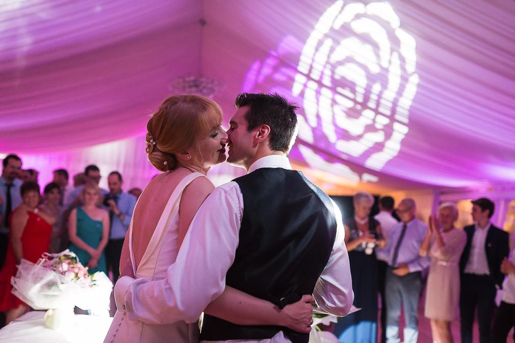6-photographe-dijon-mariage-reportage-soirée-photographies-domaine-pont-de-pany-julia-abel.jpg